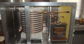 <b>Indukční pícka</b>: Pohled do indukční pícky pro ohřev kelímku ze stáložárné oceli.