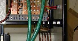 <b> Generátor SF1</b>:  Ve skříni zdroje je zabudován i induktor. Slouží k ručnímu ohřevu malých rotorů před nanesením práškové barvy.
