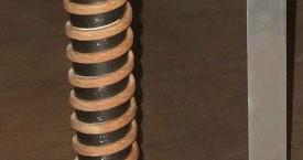 <b> Nechlazený induktor</b>:  Po optimalizaci návrhu se může podařit zkonstruovat induktor bez potřeby vodního chlazení.