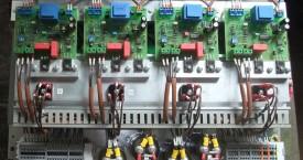 <b> Skupinový zdroj</b>:  Jednotka pro zástavbu do rozvaděče je určena k napájení čtyř gemerátorů.