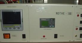 <b> Elektrický modul</b>:  Hlavní skříň obsahuje: SF generátor s regulací teploty pro indukční pec, ovládání pojezdu stojanu a obvody pro měření elektrické vodivosti.