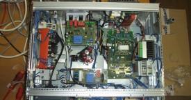 <b> Elektrický modul</b>:  Pohled do skříně elektrického modulu.