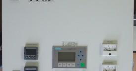 <b>SFG-8</b>:  Modifikace generátoru pro ohřev indukční pece. Kromě regulátoru je zde i kontrolní ukazatel teploty s funkcí alarmu. Na pomocném displeji jsou zobrazeny další parametry zařízení.